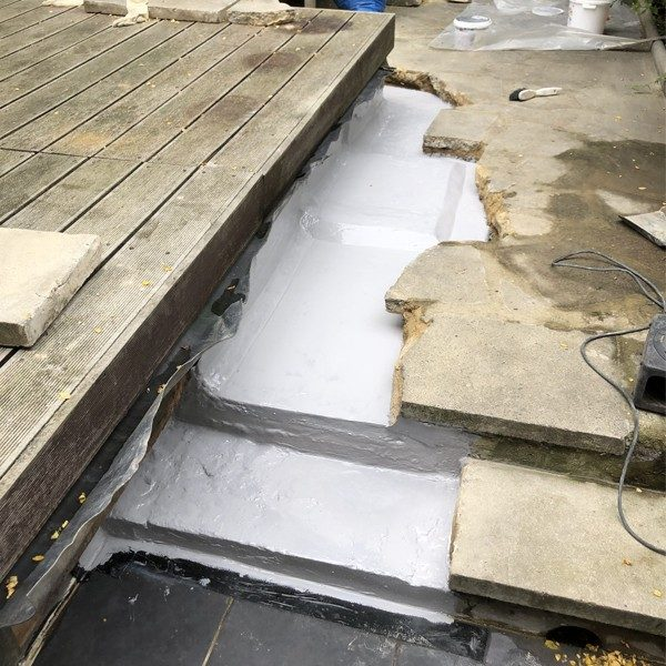 A liquid waterproof membrane was applied below the slabs